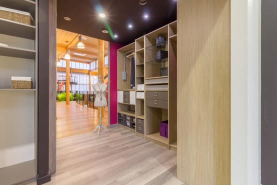 Showroom amenagement interieur landivisiau showroom menuiserie et portes de garage landivisiau
