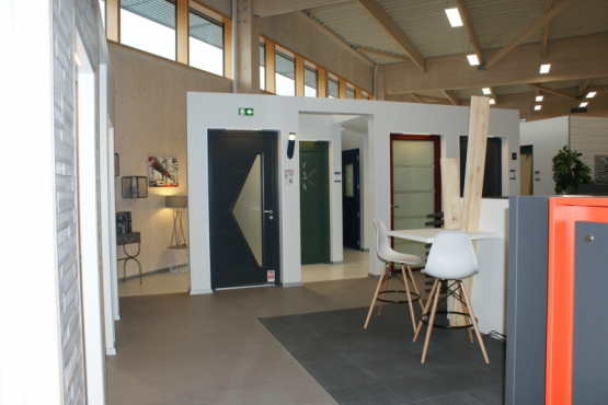 Showroom menuiserie et portes de garage SCIENTRIER