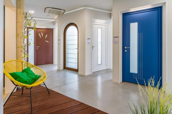 Showroom menuiserie et portes de garage SUBLAINES